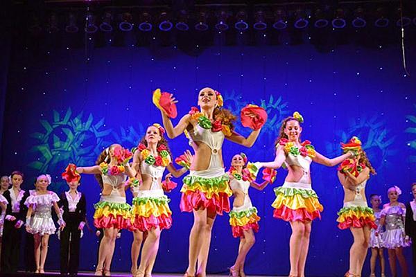Народный ансамбль бального танца Конвалия
