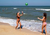 Спортивные игры на теплом песке Азовского моря