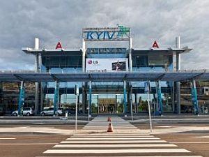 """В аэропорту """"Киев"""" (Жуляны) строят новую площадку для самолетов"""