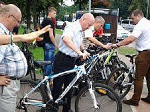 Чиновники проїхались Києвом на велосипедах