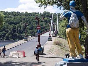 Ко Дню Независимости обещают отремонтировать пешеходный мост на Труханов остров