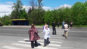 Протестувальники безстроково перекрили дорогу до селища Нового