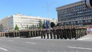 Фоторепортаж: День Независимости в Запорожье стартовал с военного парада