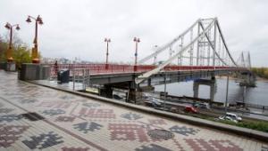 Як виглядає оновлений Пішохідний міст у Києві
