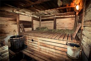 Баню строят из деревянного сруба